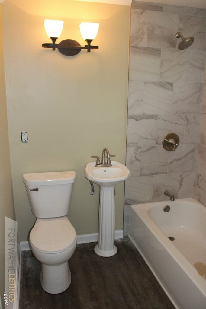 4032 Indian Hills Dr newly renovated full master bath